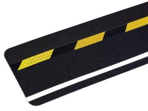 Fotoluminiscenční podlahové značení - Protiskluzová dlaždice: Dlaždice s reflexním výstražným a fotoluminiscenčním pruhem