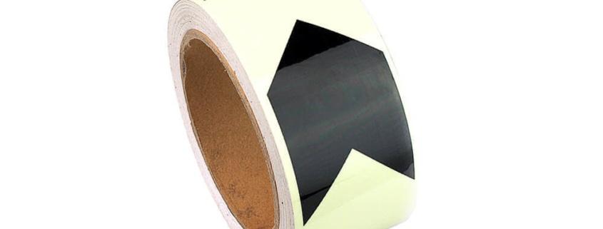 Fotoluminiscenční podlahové značení - Podlahová páska: Fotoluminiscenční směrová páska